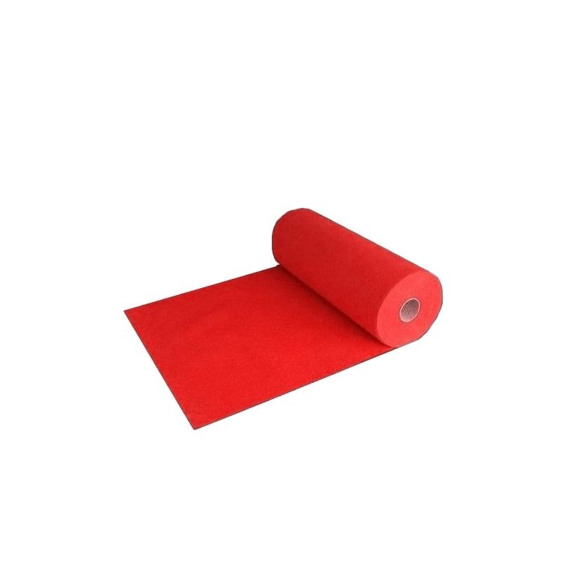 Tapis rouge avec film de protection et ignifugé.