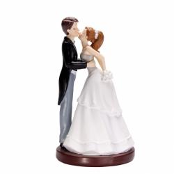 Couple mariés sujet bisous